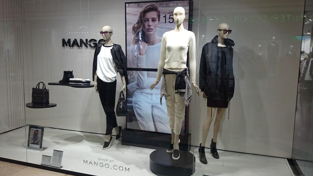 Construcción del escaparate para las tiendas de moda MANGO.